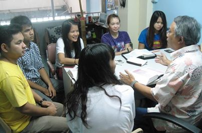 Patinya teaching university students attending a new Christian Class at the Ram Christian Center (RCC).